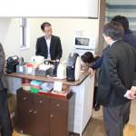 お昼時間 マスターの淹れるコーヒーの香りにさそわれて集まる社員